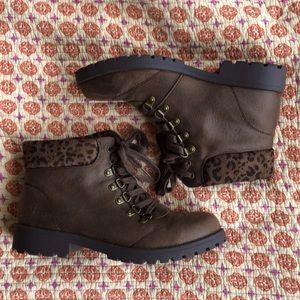 Leopard trim hiking boots 🍁